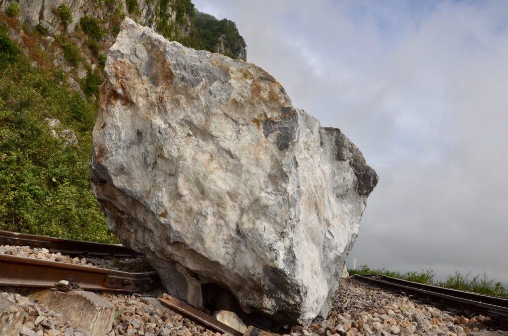 Mơ thấy đá lở